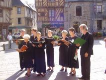 statue-malestroit-chorale-ext.JPG